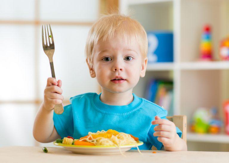 dziecko i jedzenie