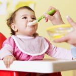 Jak prawidłowo przygotowywać posiłki dla niemowląt i małych dzieci?