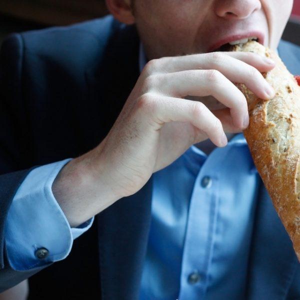jak odżywiać się w delegacji