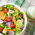 5 pomysłów na zdrowe sałatki