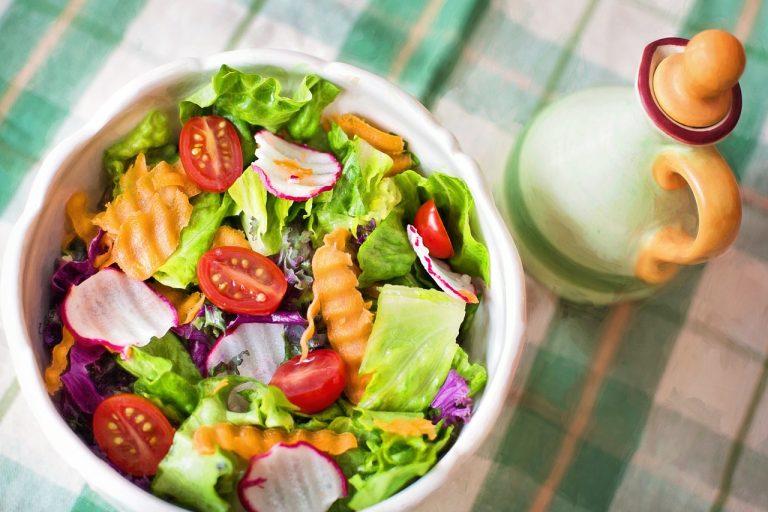 pomysły na zdrowe sałatki
