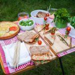 Wybierasz się na piknik? Wypróbuj nasze przepisy na piknikowe przekąski!